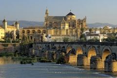 Mezquita y puente romano sobre el Guadalquivir